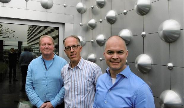 Drie leidinggevenden van Scholen in de Kunst op het dak van het Eemhuis; vanaf links Anton Groot, Niels Veenhuijzen en Glenn ter Veer.