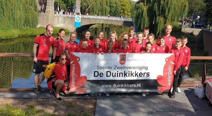 Duinkikkers Team - voor de start van Swim To Fight Cancer!