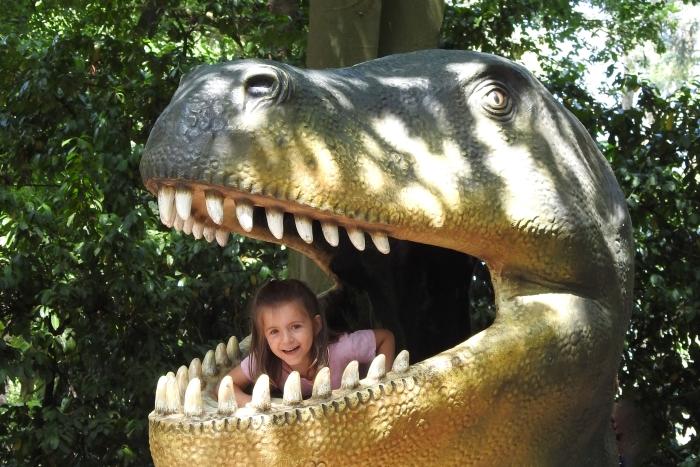Jonge bezoeker in Dinopark DierenPark Amersfoort © BDU media