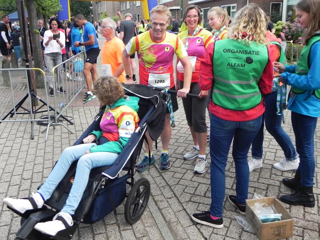 Joep Teunissen heeft 6 kilometer gerend met dochter Karlijn in de wagen. Richard Thoolen © BDU media