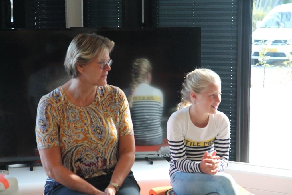 Burgemeester Cnossen en Rosa Kelder werkten dit afgelopen jaar veel samen. Hannie van de Veen © BDU media
