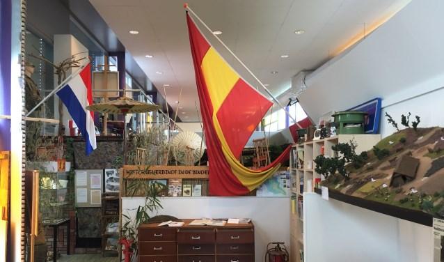 Een deel van de studiezaal met daarachter de Indische expositie die nog steeds wordt bezocht door mensen uit heel Nederland.