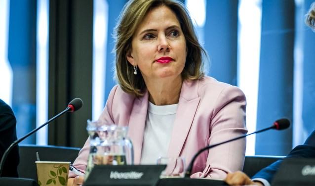 Minister Van Nieuwenhuizen bleek een  warm voorstander van elektrisch vliegen te zijn.
