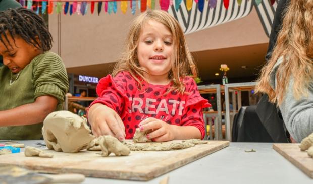 <p>Ook boetseren kan via de Kinder-KunstAcademie van Pier K.&nbsp;</p>