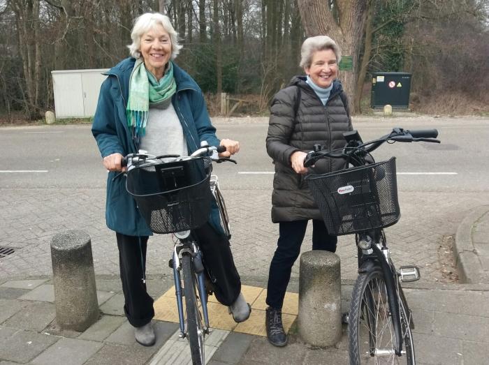 Dames gaan fietsen