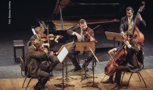 De Wiener Kammersymphonie en pianist Paolo Giacometti nemen bezoekers op 12 oktober mee naar Wenen.