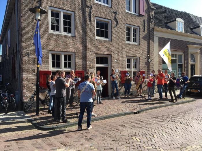 Ensembles van fanfare NSFC spelen met plezier bij Museum Nijkerk