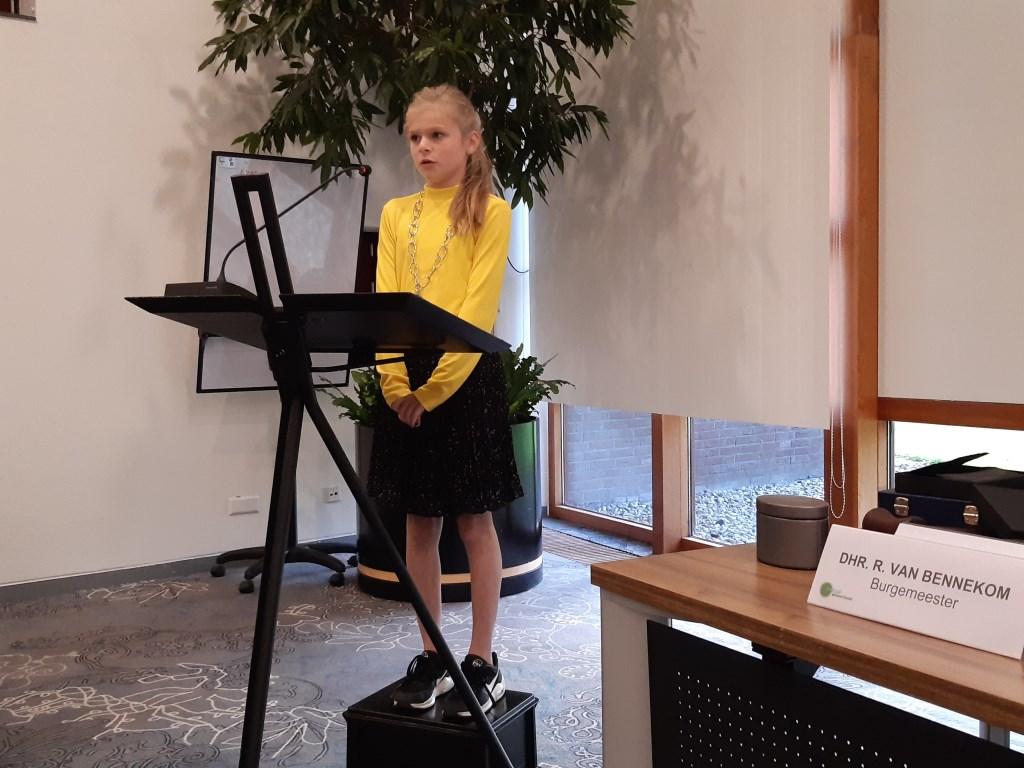 Staande op een kratje hield Jette Geldens een speech voor de gemeenteraad Kuun Jenniskens © BDU media