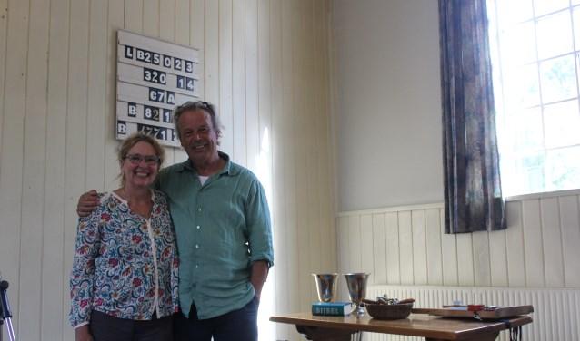 Jacqueline en Palko Benedek in de door hen gekochte Ericakerk.