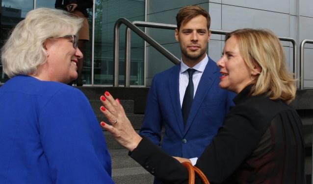 Ontvangst van minister Cora van Nieuwenhuizen (r.) door burgemeester Marianne Schuurmans en wethouder Jurgen Nobel.