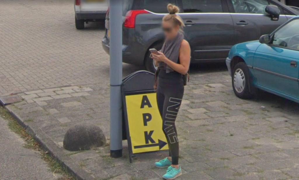 Even appen over de prijs van een apk-keuring bij een garage aan de Broekmeerstraat. Google © BDU media