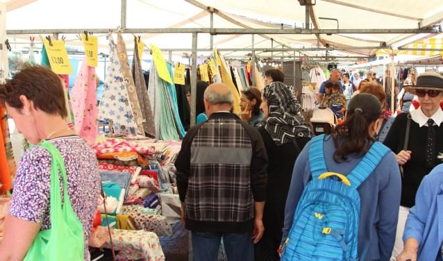 Impressie van de Amstelveense weekmarkt.