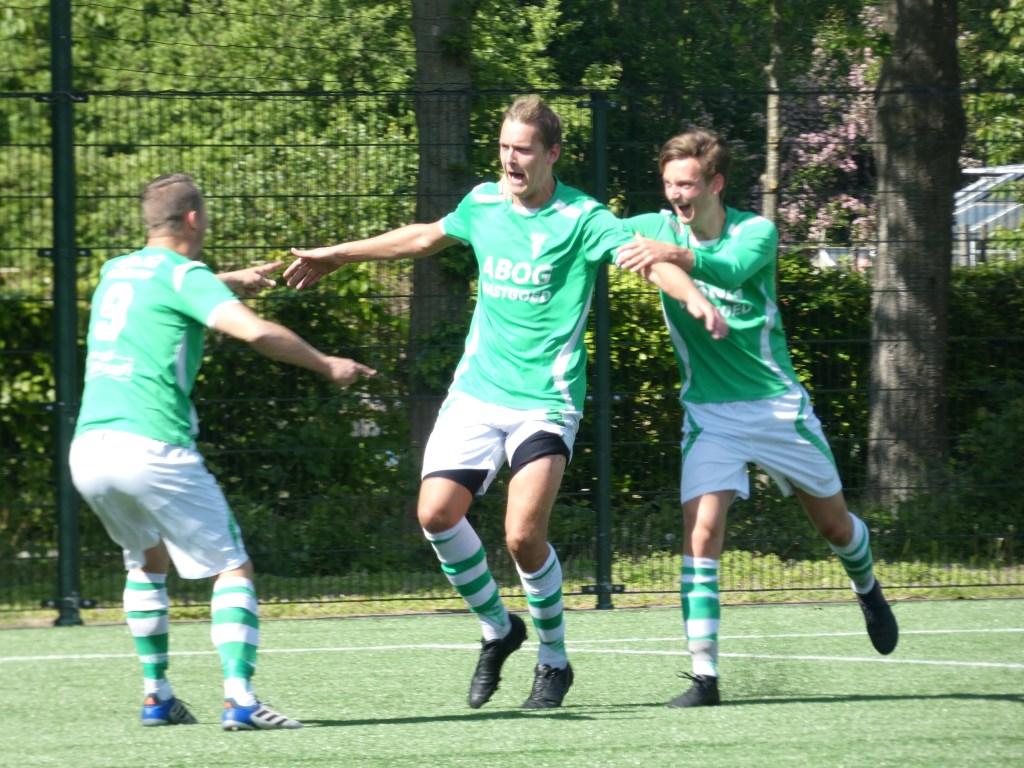 Joey van de Bedum (midden) kreeg zijn kans en greep die door regelmatig te scoren. Sylvia Schimmel © BDU media
