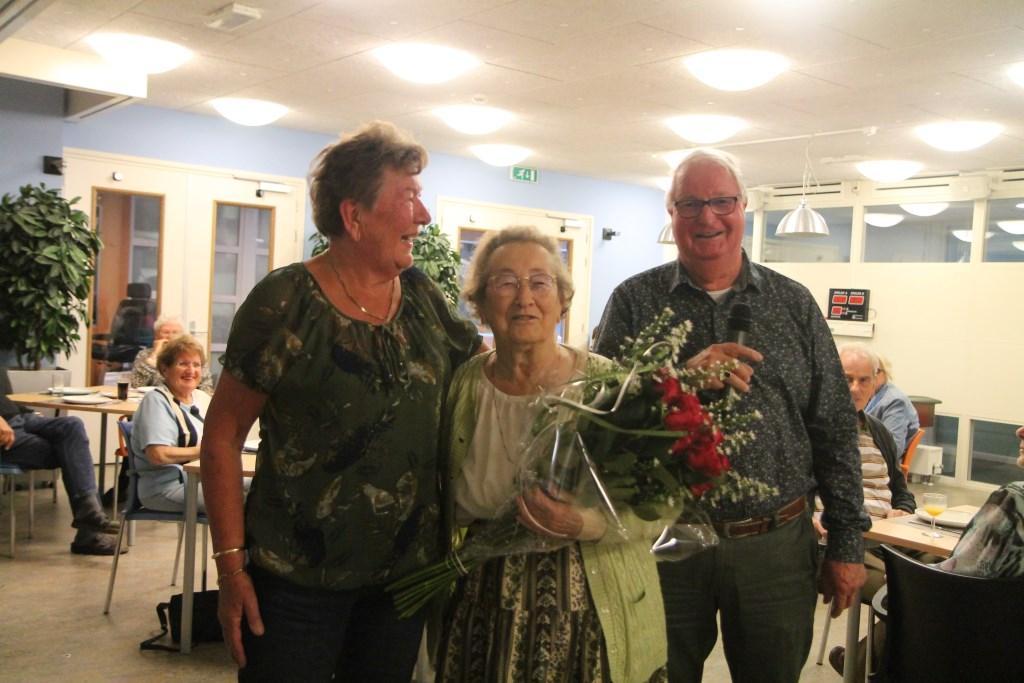 v.l.n.r. Truus Veenendaal, Tonnie Hensen en Frits Velker Hannie van de Veen © BDU media