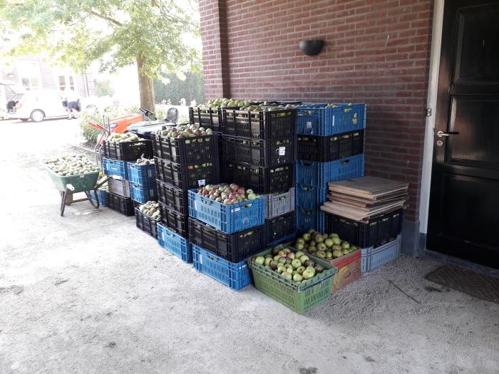 Fruit voor de voedselbank Eric Zonnenberg © BDU