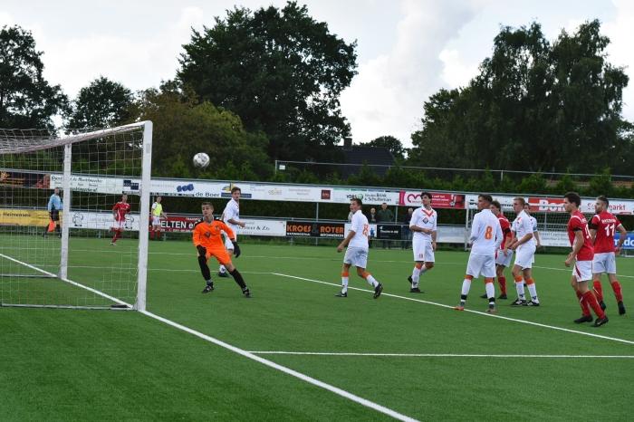 Rood Wit scoort snoeihard, 2-0 T, van Bloemendaal © BDU media