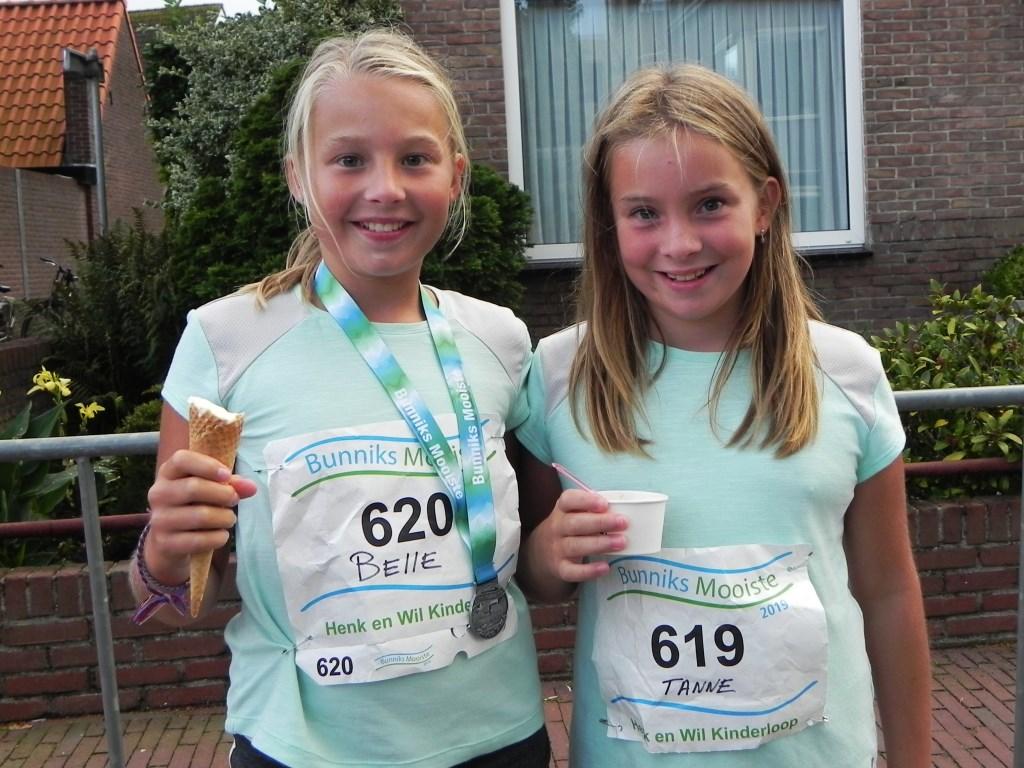 Belle en Tanne hebben naast een medaille ook een lekker ijsje verdiend. Richard Thoolen © BDU media