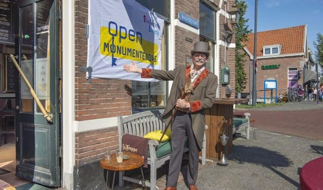 Kees Heger neemt in klederdracht uit 1894 bezoekers mee terug in de geschiedenis