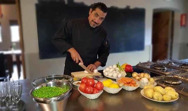 Zaher Shalhoub gaat met zijn vrouw maandelijks koken n de Wijkboerderij.
