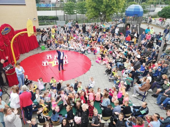 De feestelijke circusstart van het nieuwe schooljaar op de Koepelschool.