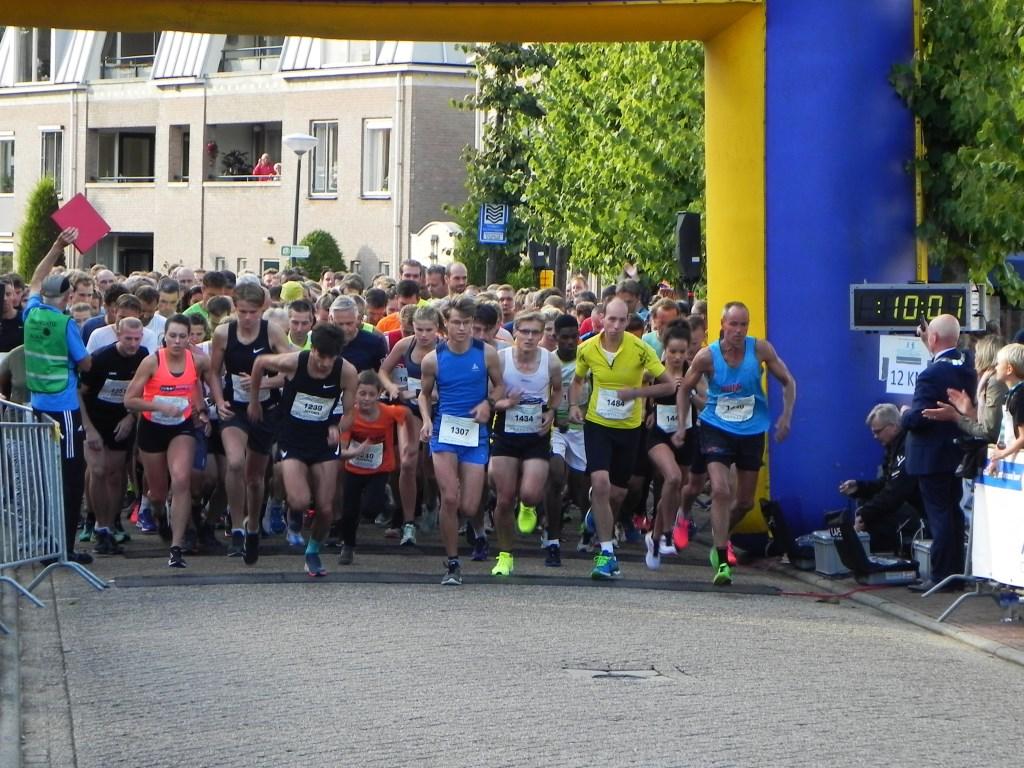 Het was druk bij de start van de 6 kilometer loop.