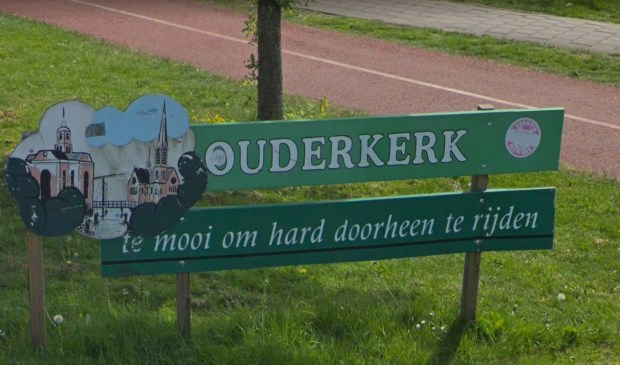 Het bord bij de ingang van Ouderkerk.