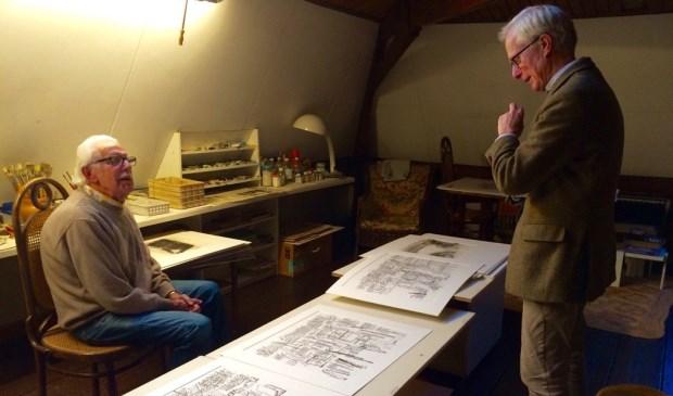 Jaap Ploos van Amstel (links) in zijn atelier.