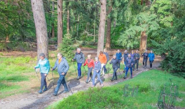 Weer of geen weer, iedere zaterdag- en woensdagochtend trainen twee groepen in de omgeving Birkhoven, de Korte en Lange Duinen.
