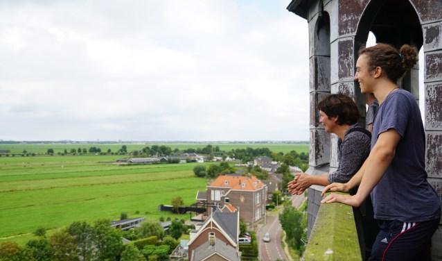 Genieten van het uitzicht kan ook nu weer vanaf de Urbanuskerk in Nes.