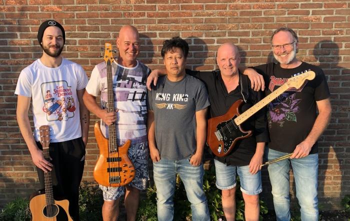Coverband Bids, hun vuurdoop voor een groot publiek is zondag tijdens Odijk komt thuis.