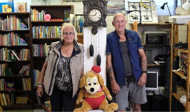 Benita en Riemer in Kringloopwinkel 'De Oude Bieb' in Groningen. Niels van Koevorden © BDU media