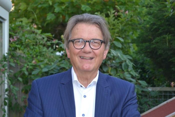 Dr. P. van Midden