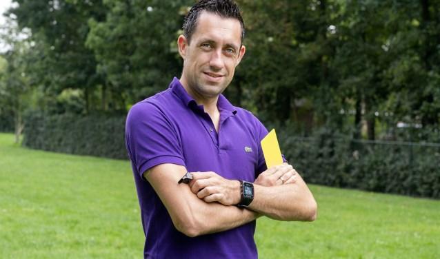 Dennis Higler fluit wekelijks in de Eredivisie en ook internationaal maakt de Amersfoorter naam als scheidsrechter.
