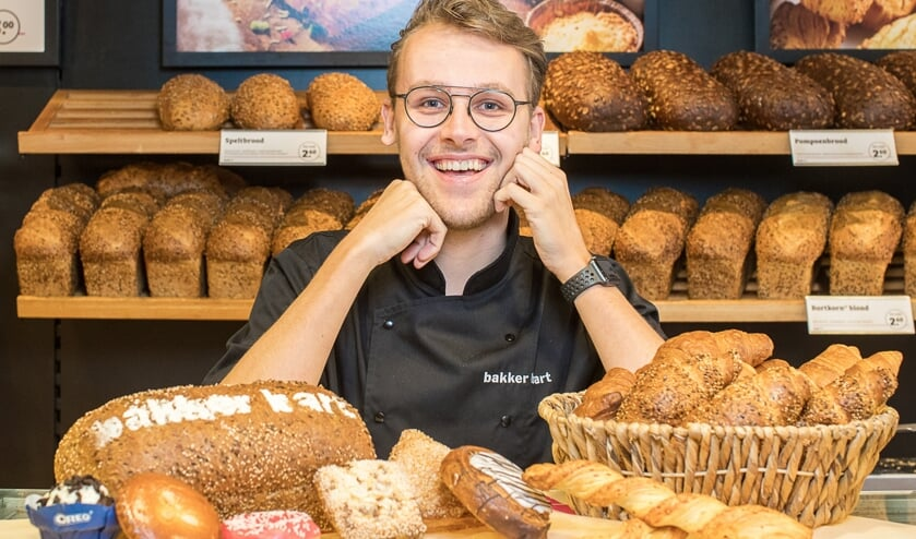 Ronald van Kolthorn in 'zijn' Bakker Bart aan de Grotestraat in Ede.