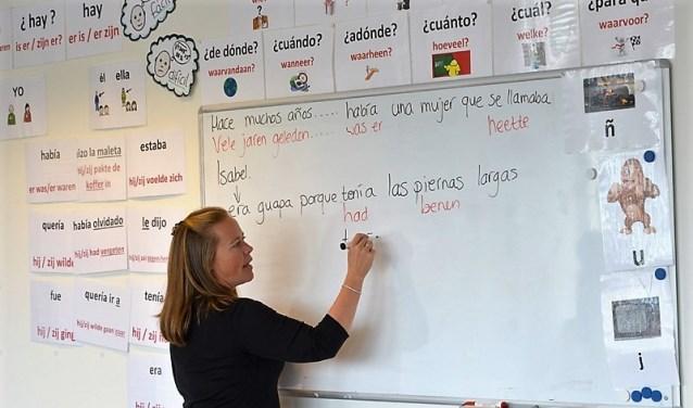 Deelnemers kunnen naast Spaans kiezen uit Frans, Engels, Duits, Russisch en Nederlands als Tweede Taal
