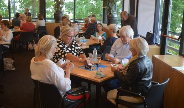 In Hoogland gaat een bridgecursus voor beginners van start.