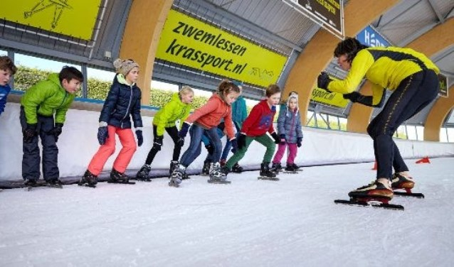 Een beeld van een schaatsles in Haarlem.