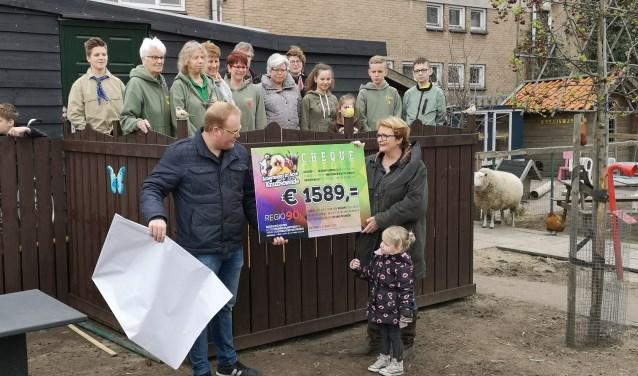 Regio90 zorgde met hun scholierenactie voor een bijdrage aan de 'Knuffelkot'.