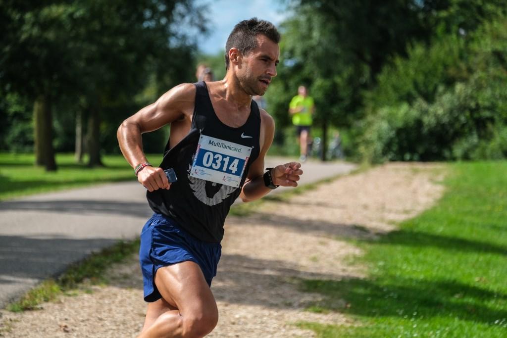 Simon Rio 0314 Winnaar halve marathon Jan Aukes © BDU media