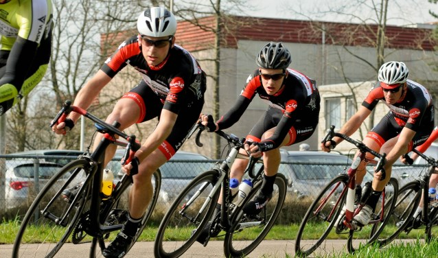 Renners van WTC De Amstel op het parcours aan de Startbaan.