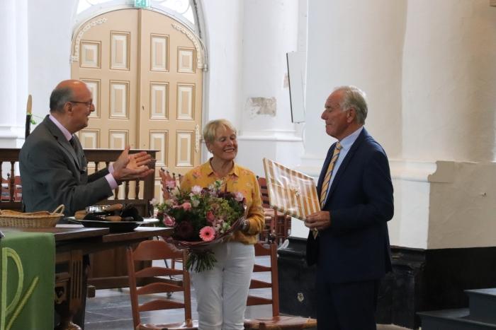 Batenburg ontvangt de oorkonde behorend bij zijn onderscheiding