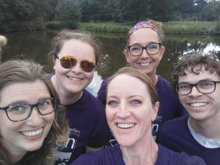Team Pract'S Oefentherapie: Claudia Egthuijsen, Monique Viergever, Saskia van der Drift, Brigitte Raasveld, Wouter Asseler Saskia van der Drift (selfie) © BDU media