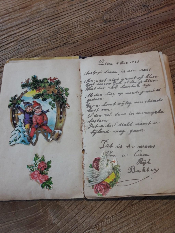 Poëziealbum van het nichtje van Eefje van den Berg. Eefje van den Berg © BDU media