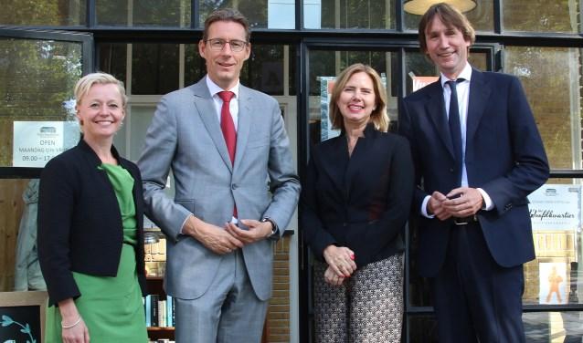 Vlnr: wethouder Floor Gordon, burgemeester Tjapko Poppens, minister Cora van Nieuwenhuizen en wethouder Herbert Raat.