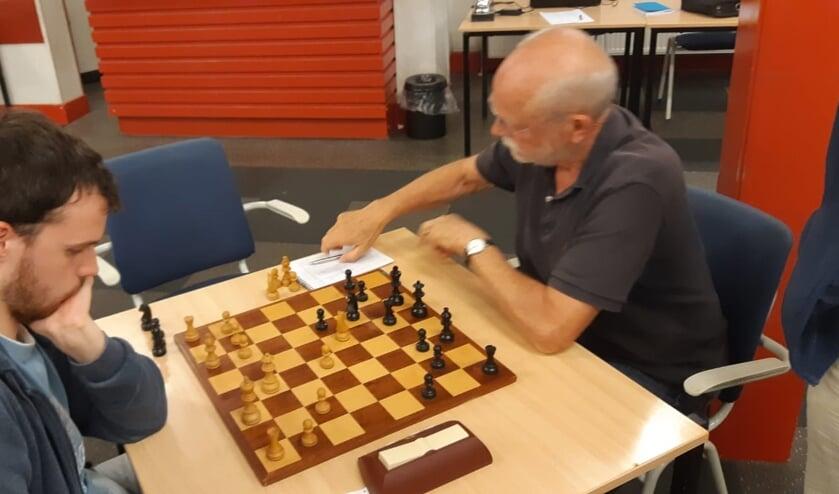 Sake van der Schaaf (rechts) redde het niet tegen Tom Nijenhuis.
