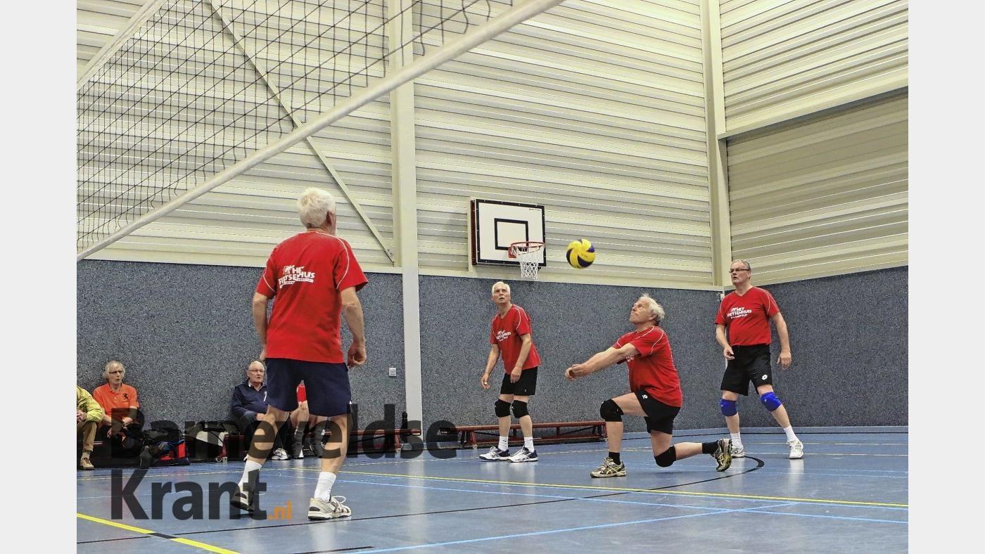 Deelnemers Sport-overdag in actie tijdens het BDU-volleybaltoernooi.  Mart Jansen © BDU media