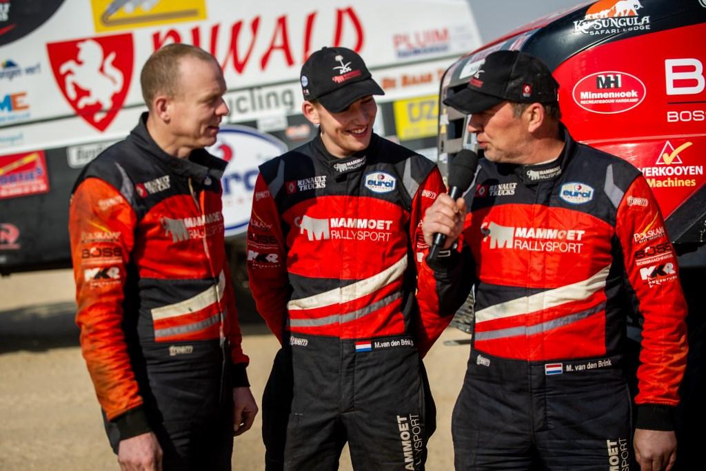Wouter de Graaff (links), Mitchel van den Brink en Martin van den Brink tijdens de presentatie voor de start van de etappe.  Duda Bairros Fotografia © BDU Media