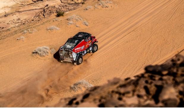 Martin van den Brink is bij het ingaan van de rustdag twaalfde in de Dakar Rally.