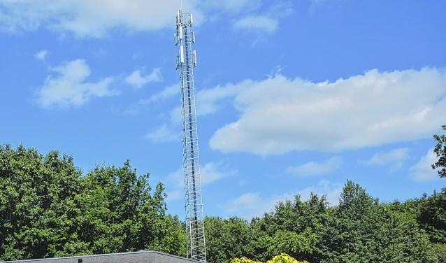 De mast aan de W.G. van der Hulststraat  leverde voor het gemeentebestuur een pijnlijke nederlaag bij de Raad van State op.    5181231_237573_vel28epezendmasten.jpg