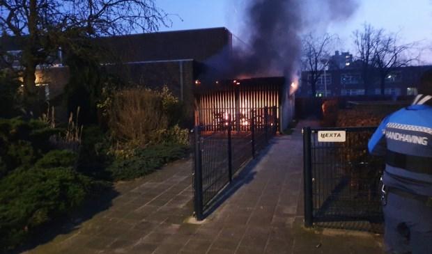 Rond 17.00 uur vatte de stalling voor de eerste keer vlam.